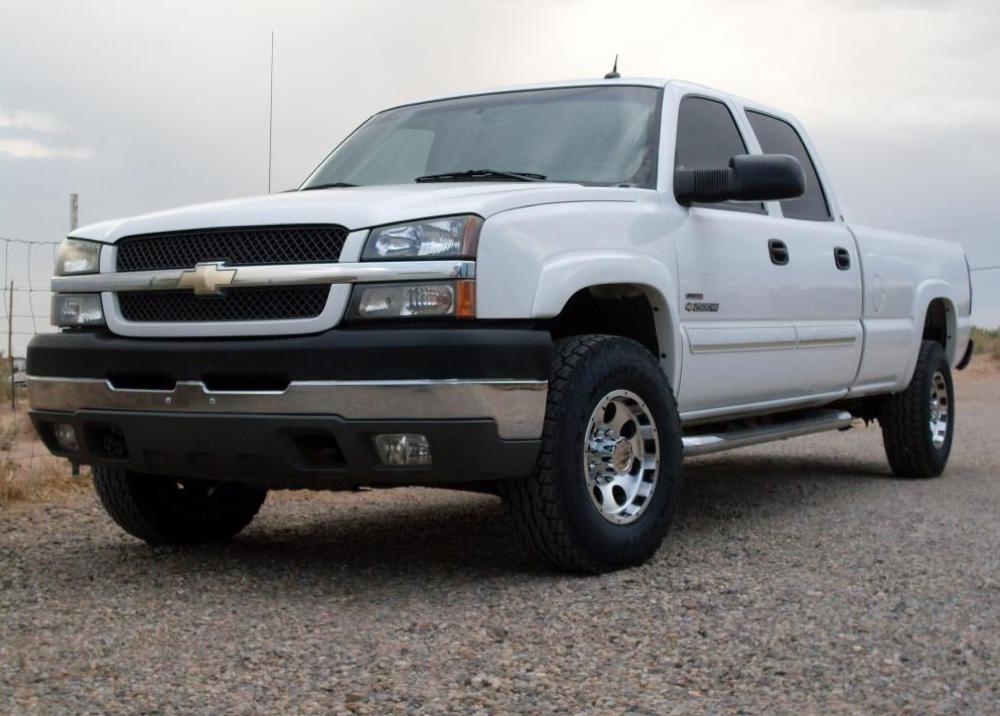 Olympic White 2004 GM Chevrolet  Silverado