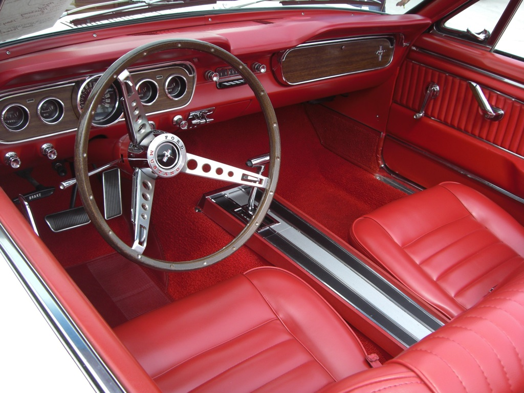 Wimbledon white 1965 ford mustang convertible for Interieur 65