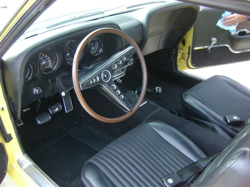 Custom made dash gauges in a 1969 Mustang Fastback!