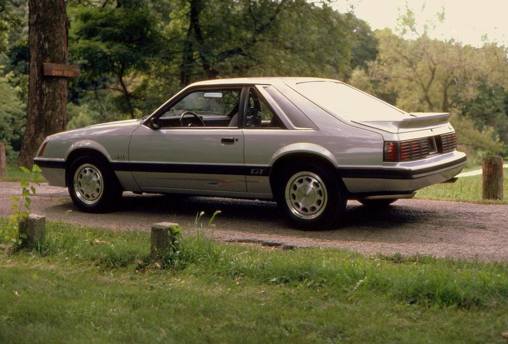 silver 1985 ford mustang gt hatchback photo detail. Black Bedroom Furniture Sets. Home Design Ideas