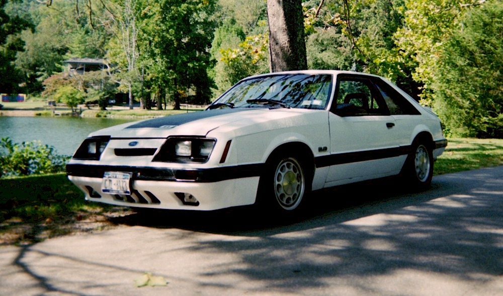 Oxford White 1986 Mustang