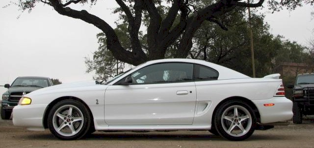 crystal white 1995 ford mustang svt cobra r coupe. Black Bedroom Furniture Sets. Home Design Ideas