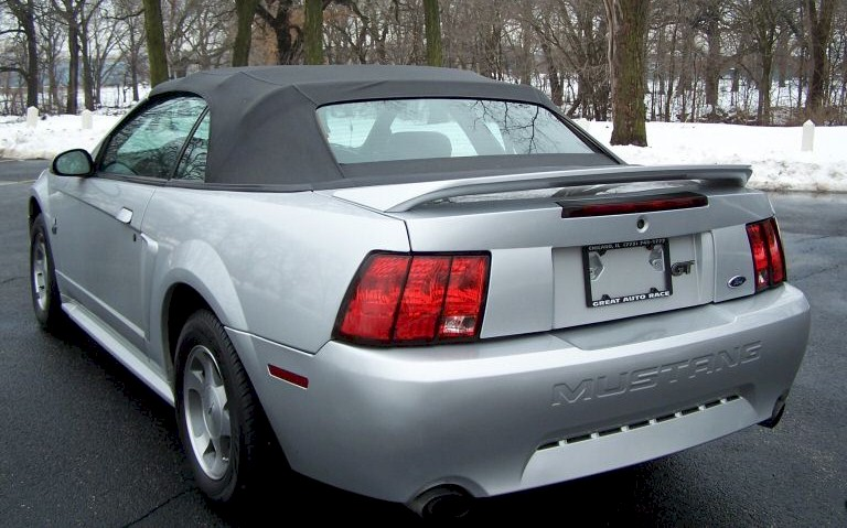 silver 2000 ford mustang gt convertible mustangattitude. Black Bedroom Furniture Sets. Home Design Ideas