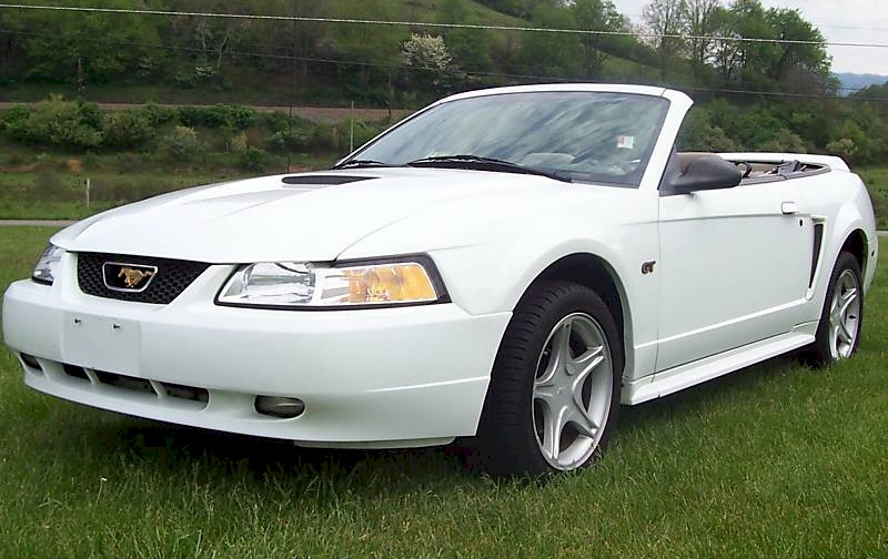 Crystal White 2000 Mustang GT Convertible