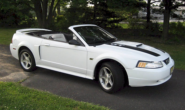 crystal white 2000 ford mustang gt spring feature. Black Bedroom Furniture Sets. Home Design Ideas
