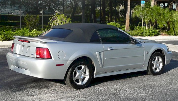 Silver 2004 Ford Mustang Convertible Mustangattitude Com Photo Detail