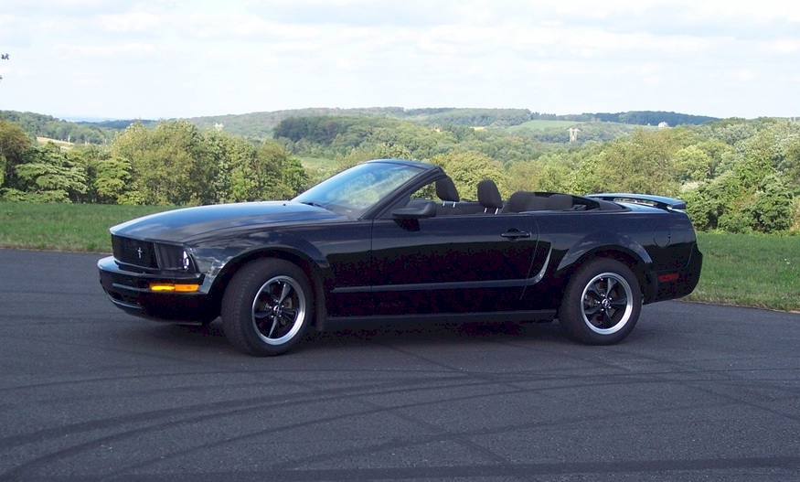black 2005 ford mustang convertible photo detail. Black Bedroom Furniture Sets. Home Design Ideas