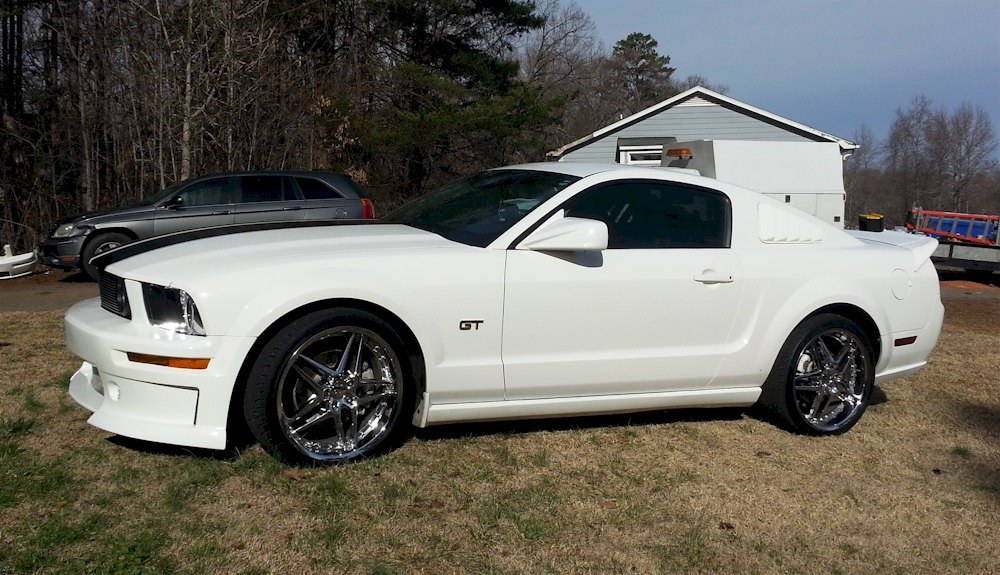 performance white 2005 ford mustang gt coupe photo detail. Black Bedroom Furniture Sets. Home Design Ideas