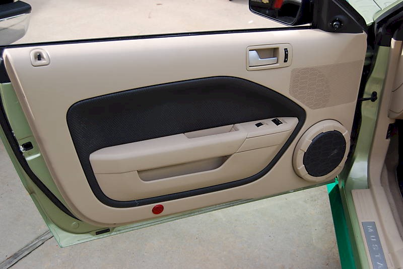 Green 2005 ford mustang convertible for 05 mustang door panels