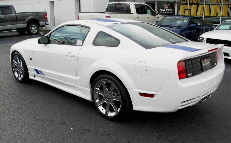 Performance White Mustang Saleen S281SC AF Coupe