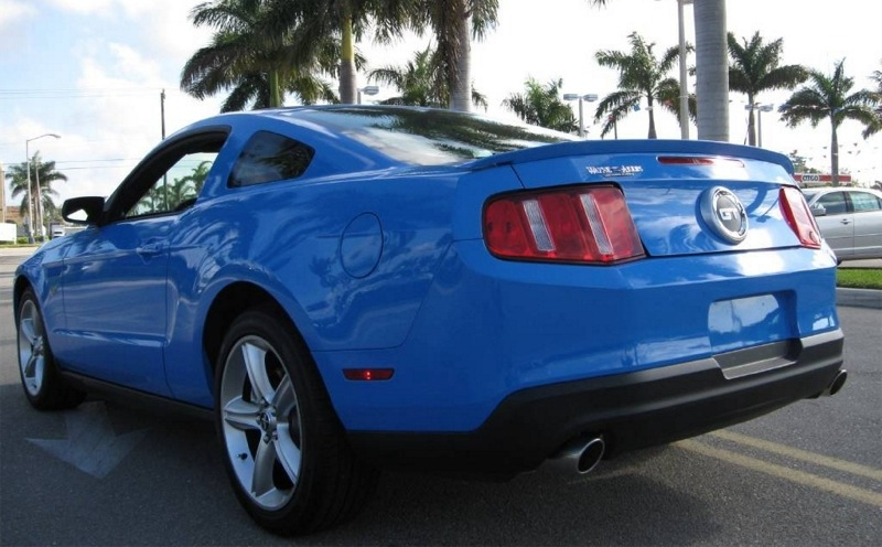 Grabber Blue 10 Mustang GT Coupe