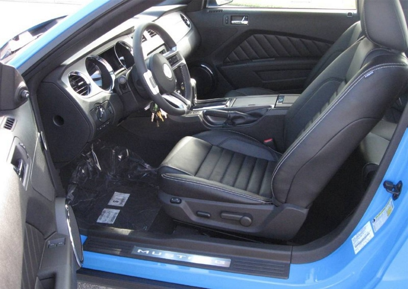 Charcoal Interior 2010 Mustang GT Coupe
