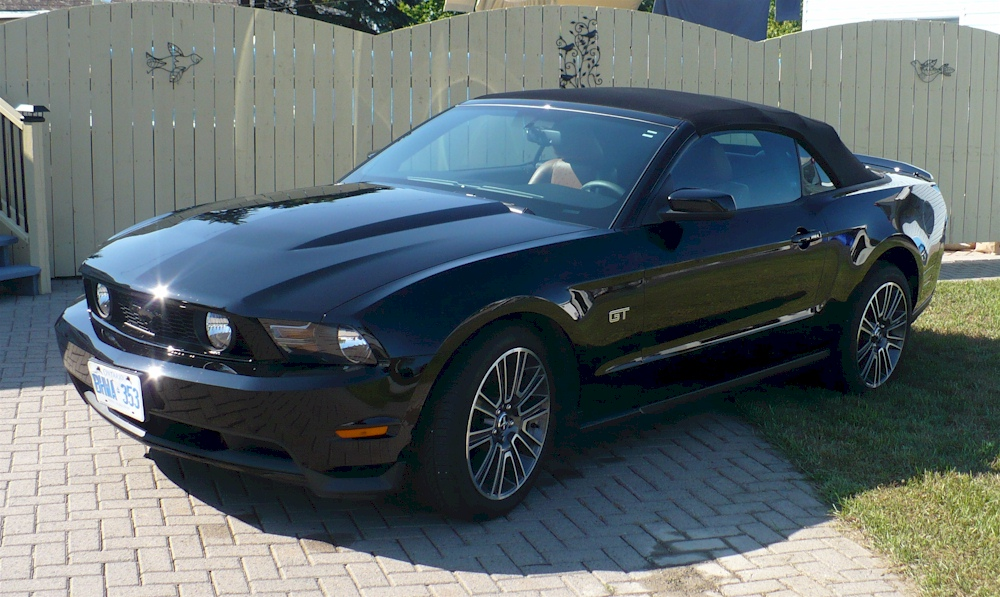 black 2010 ford mustang gt convertible mustangattitude. Black Bedroom Furniture Sets. Home Design Ideas