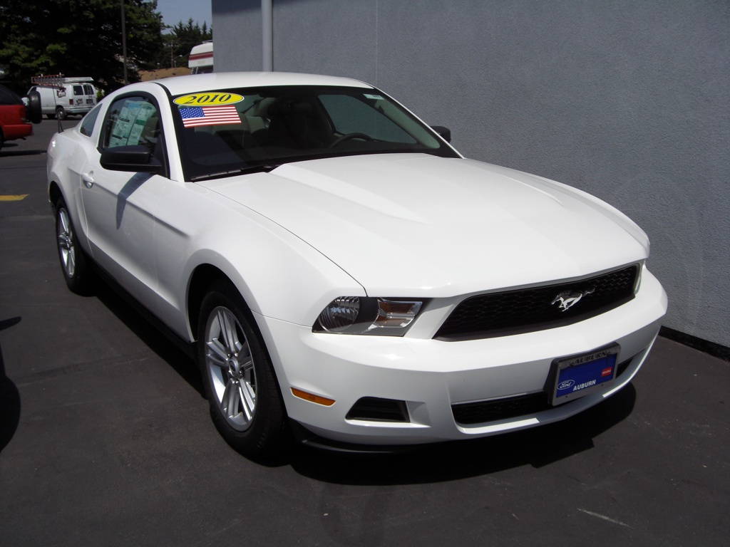 performance white 2010 ford mustang coupe. Black Bedroom Furniture Sets. Home Design Ideas