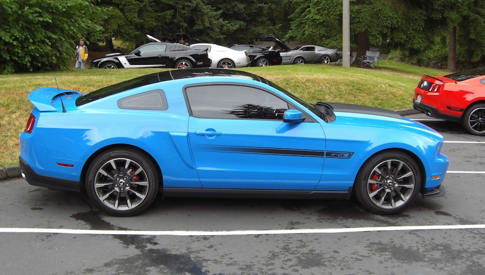 2014 grabber blue gt mustang for autos post. Black Bedroom Furniture Sets. Home Design Ideas