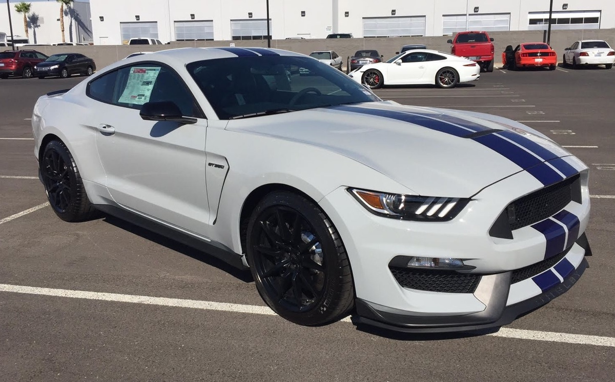 Avalanche 2016 Ford Mustang Shelby GT-350 Coupe - MustangAttitude.com ...