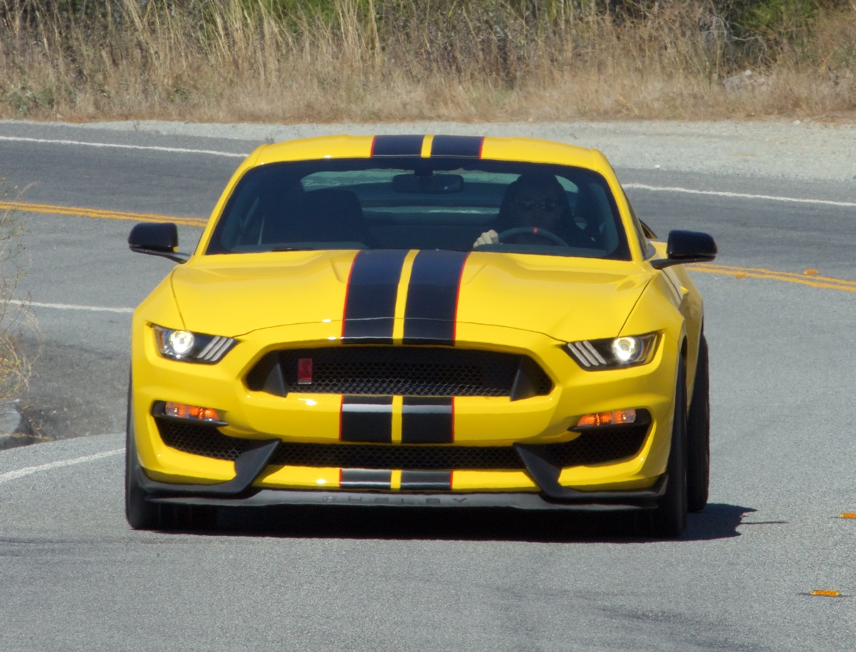 Front view 2016 shelby gt350r mustang