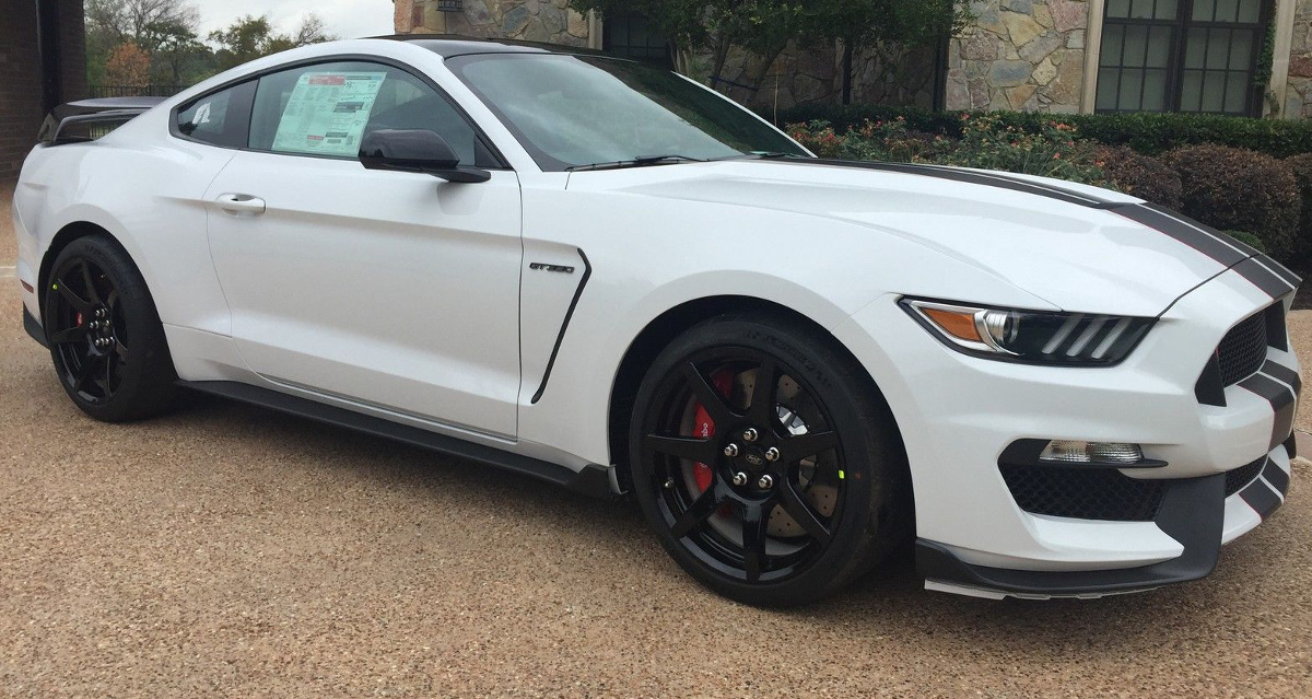 Oxford White 2017 Ford Mustang Shelby GT350R Coupe ...